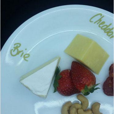 wineglasspencheeseplate