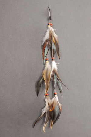 INDIAN STRING OF FEATHERS HAIRCLIP
